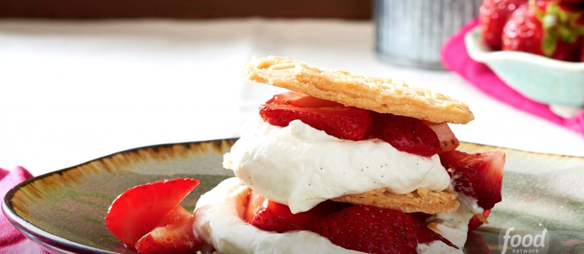 VIDEO – Cookies and Cream Napoleon
